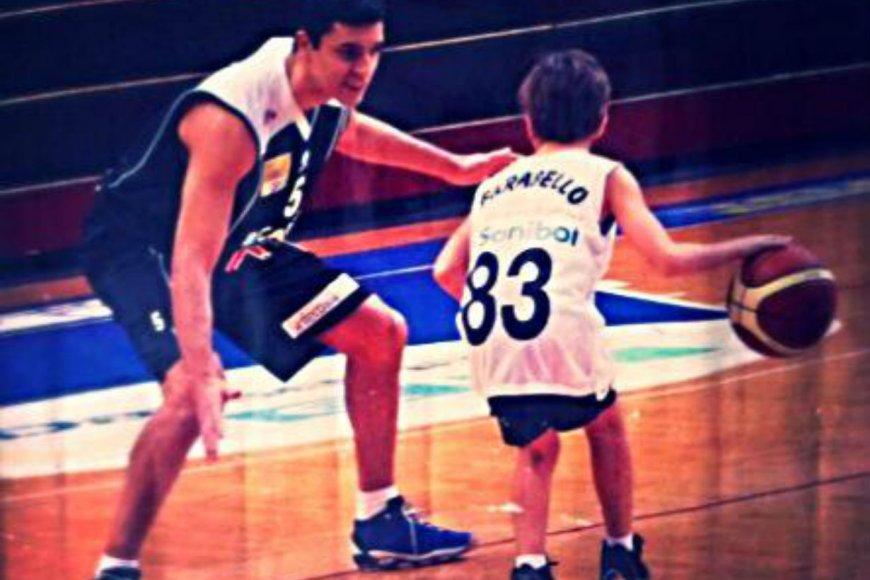 Daniel con el entonces niño llamado Francisco.