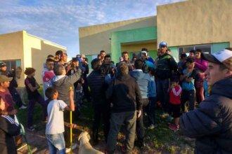 Familias que habitan en casillas precarias tomaron un complejo de viviendas de la UOCRA