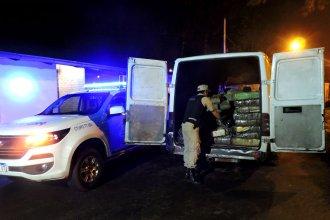 Ruta 12: llevaba 1800 kilos de droga y se tiró de la camioneta en movimiento