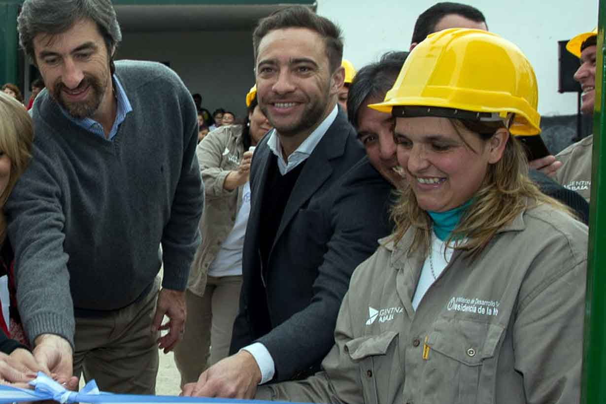 Urribarri inaugurando obras de Argentina Trabaja