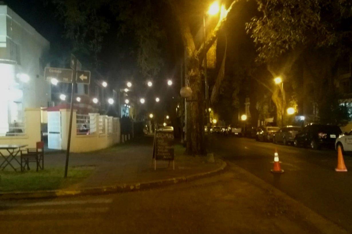 Calle Mitre, cortada por la rayada de un quince.