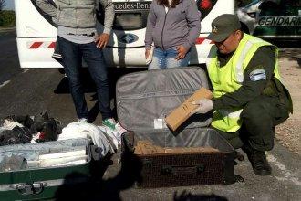 Descubrieron dos maletas cargadas de droga en micro que viajaba por Entre Ríos