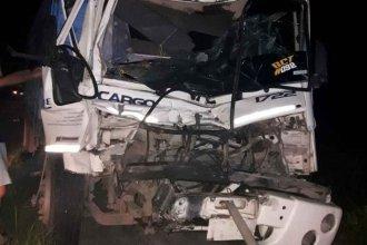Chocaron dos camiones en Ruta 127: Uno de los choferes fue derivado al hospital de Chajarí