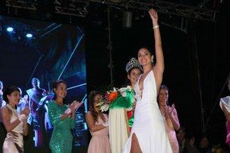 Delfina es la elegante nueva reina de la Fiesta Nacional de la Colonización