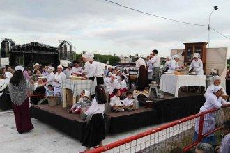 La memoria se hizo fiesta: San José disfrutó del desfile evocativo y vibró con Los Alonsitos y Los Nocheros