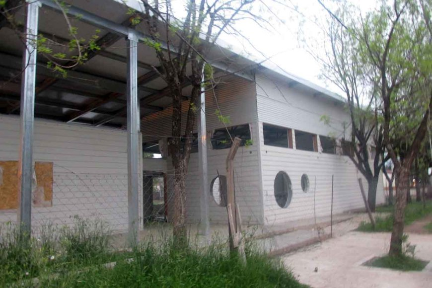 La obra de Villa Adela, abandonada