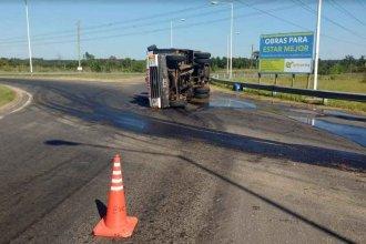 Ruta 22: Volcó un camión de Bomberos Voluntarios de Concordia
