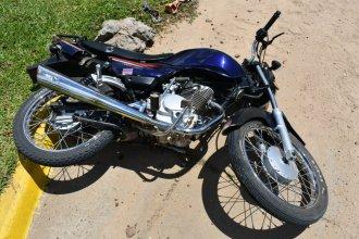 Dos personas resultaron con heridas graves tras colisionar en moto