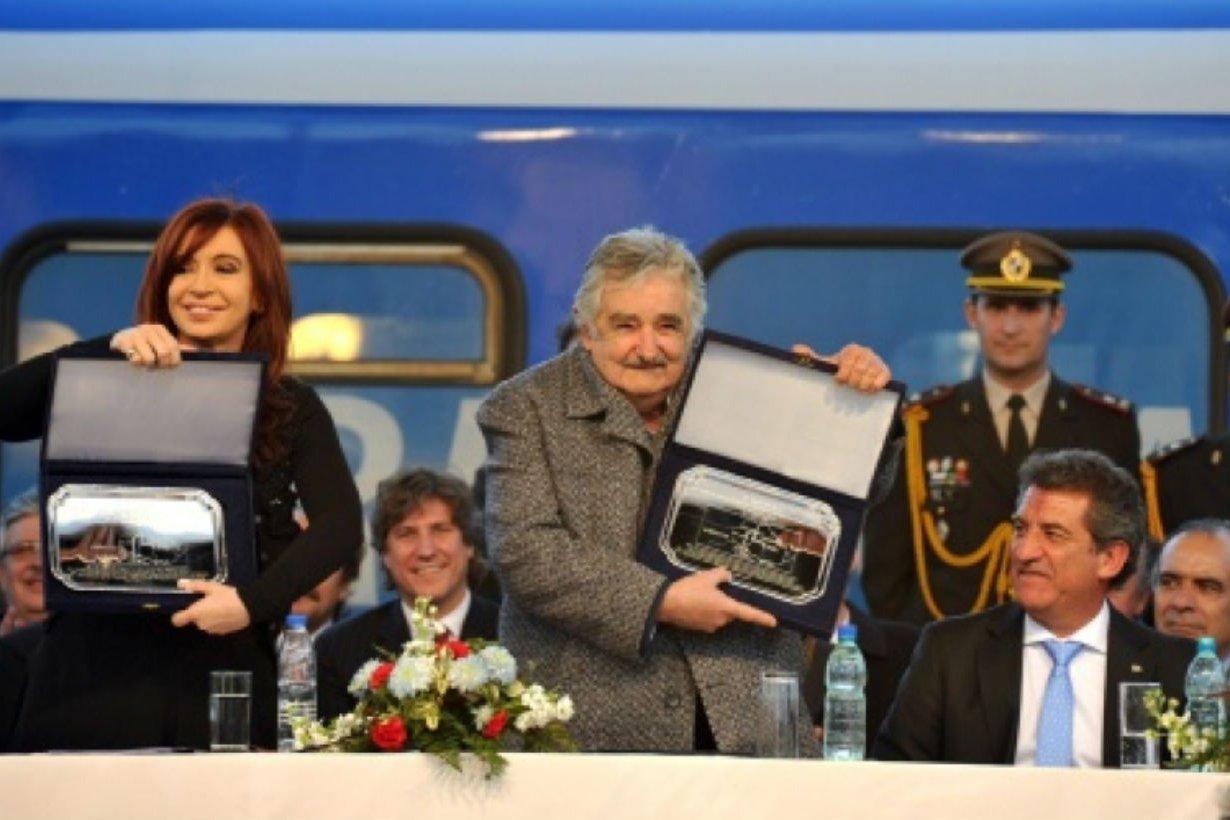 CFK, Boudou, Mujica y Urribarri, de inauguración.