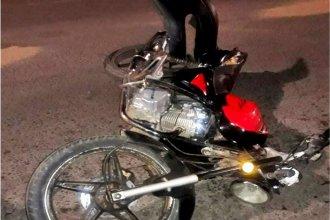 Sufrió un grave daño cerebral tras impactar su moto contra un auto