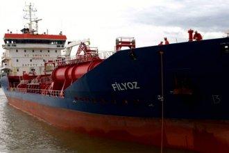 Autoridades confirmaron que el buque varado navegó fuera del canal