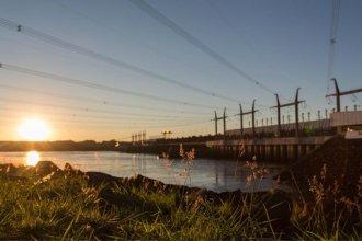 """Una """"emergencia en el sistema eléctrico"""" obligó a Salto Grande a multiplicar por 10 el caudal evacuado"""