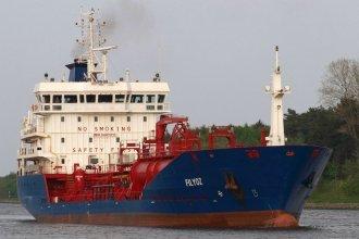 Dos barcos remolcadores lograron liberar el buque varado