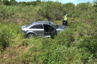 Nuevo despiste en la Autovía: Perdió el control del auto y terminó dentro de una zanja