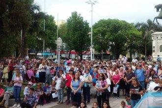 """Reunidos en la plaza principal pidieron """"con mis hijos no te metas"""""""