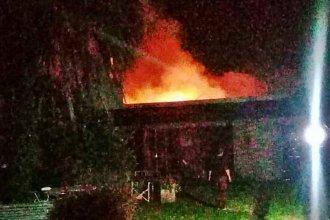 Mujer fue rescatada con síntomas de asfixia tras el incendio de su vivienda