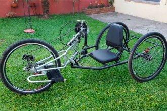 Ingenio solidario: le fabricó una handbike a un joven parapléjico para que pueda pasear por la ciudad