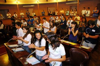 Primero llevaron el senado a la escuela, ahora buscan enseñar a los estudiantes a ser jurado