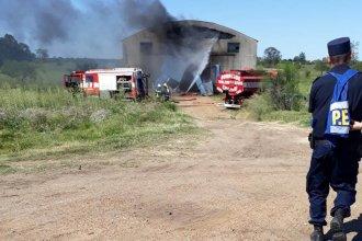 Explosión e incendio en depósito de garrafas: dos personas heridas