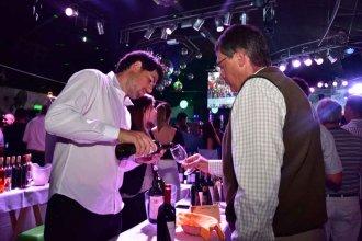 """""""Colón Vinos"""" cautivó al público con la exposición de bodegas y la gastronomía regional"""