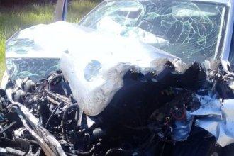 Auto chocó contra un camión y falleció una joven de 23 años