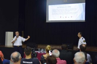 A través de una charla, la policía explicó cómo reconocer y evitar estafas telefónicas