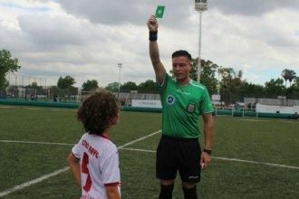 Además de la roja y la amarilla, ahora hay tarjeta verde en el fútbol argentino