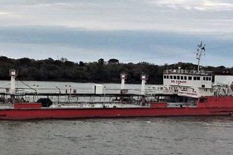 El buque frenado en el Paraná genera conflictos entre Argentina y Paraguay