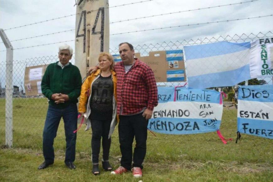 La familia de Fernando Mendoza, aliviada.