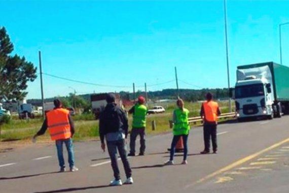 En pleno feriado, madereros volvieron a la Ruta 14 con un corte parcial