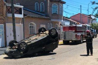 Viajando en vehículos diferentes, dos policías se vieron involucrados en un mismo accidente
