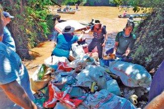 Limpieza binacional solidaria: Misiones y Brasil quitaron del agua cuatro toneladas de basura