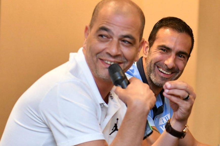 Oveja y Paolo, entre risas en la conferencia.