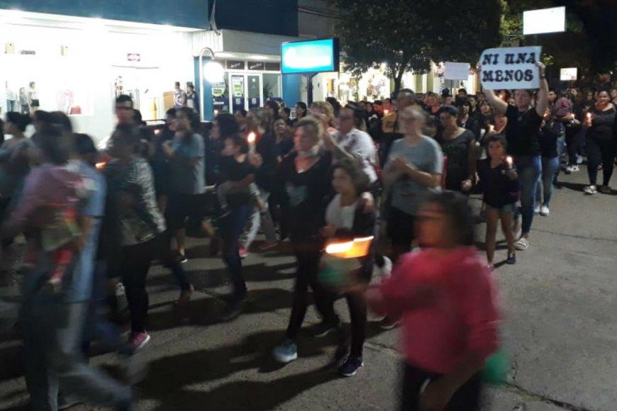 Una multitud marchó anoche, en Chajarí.