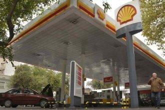 Al igual que YPF, otra petrolera baja el precio de la nafta un 1,5%