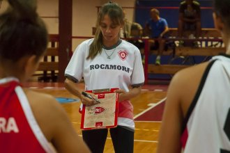 Laura González seguirá siendo DT de Rocamora en la Liga Nacional Femenina