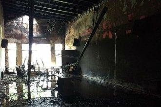 La caída de un rayo habría desatado voraz incendio en una antigua institución de Villaguay