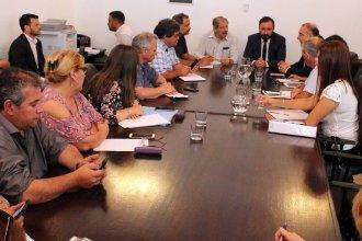 El gobierno provincial concilia con los gremios el aumento para empleados públicos y un nuevo piso para el salario mínimo