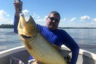 Pescó un dorado de 17 kilos, en aguas del río Uruguay