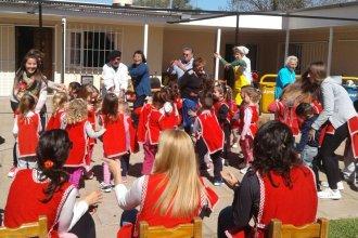 """Cómo trabaja la unidad educativa """"ejemplo en la provincia"""" de nivel inicial"""