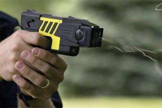 Fuerzas federales adquirirán 300 Taser, las pistolas que generan descarga eléctrica