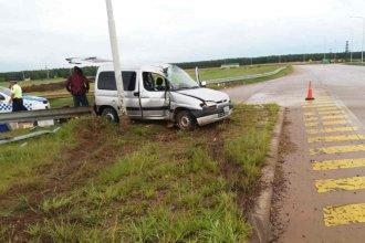 Un auto que se dirigía a Misiones despistó en el acceso a Federación