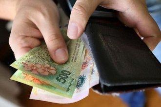 Encontró una billetera con $10.000 y buscó a su dueño por las redes para devolvérsela