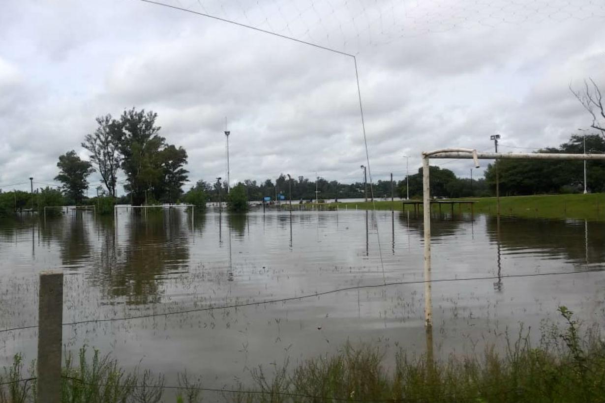 Las canchas del club pesca, bajo agua