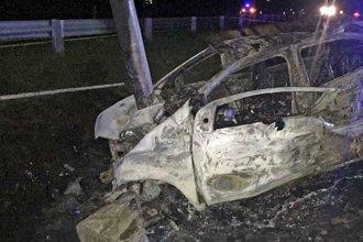 Tras permanecer un día internado, falleció el único sobreviviente del auto incendiado