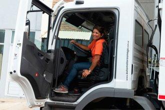 Otorgan carnet profesional a la primera chofer de camiones municipales