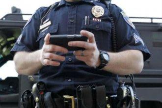 Recurren a arrestos administrativos para contrarrestar el uso de celulares en policías