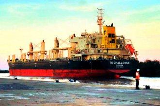 Pese a la creciente, amarró al puerto otro buque que llevará madera de pino a China