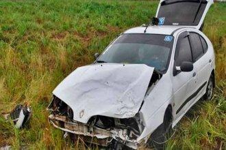 Pudo ser tragedia: camión perdió una rueda y terminó provocando un accidente