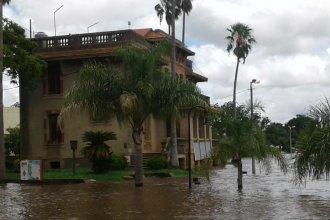 Con el río a 9 metros, cerraron el Palacio de Turismo y la Casa del Bicentenario